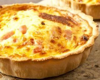 Quiche au chou-fleur, jambon et oignon : http://www.fourchette-et-bikini.fr/recettes/recettes-minceur/quiche-au-chou-fleur-jambon-et-oignon.html