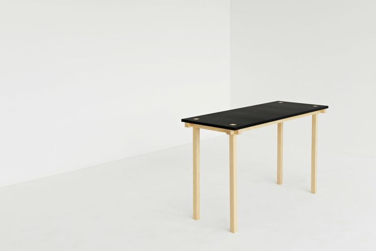 This table is only 47 cm deep. With 121 cm wide, this table is perfect for a small desk. / Makers With Agendas