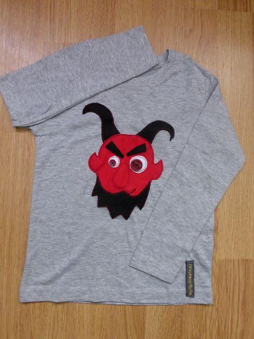Camiseta dimoni. Hecha con tela, fieltro y botones