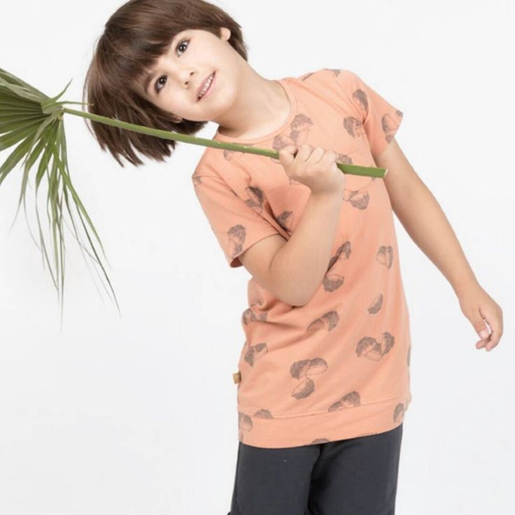 Buenísimos días!!! ya estamos a jueves!! Bonito look de @lotiekids    Color melocotón  con estampado cocos  y pantalón corto negro  #nins #ninsmanresa #pictureoftheday #bestoftheday #cotton #madeinbarcelona #newcolours #ss17 #modainfantil #moda #instadaily #photooftoday #photo #instalike #instagood #lotiekids #newcollection #new #newseason #peach #cocos #designedinbarcelona #newbrand #kidsoninstagram #ootd