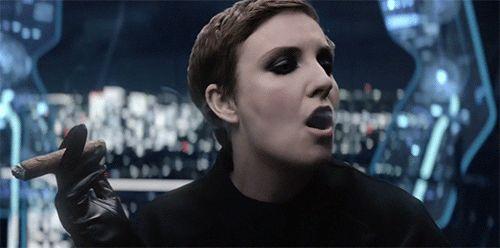 Katy Perry podría desbaratar el escuadrón de Taylor Swift (gracias a unas medias de Hillary Clinton)