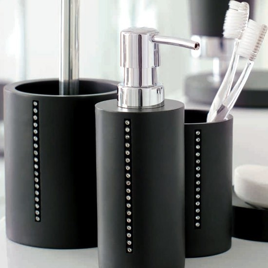 17 best images about bathroom accessories on pinterest for Black bathroom ensembles