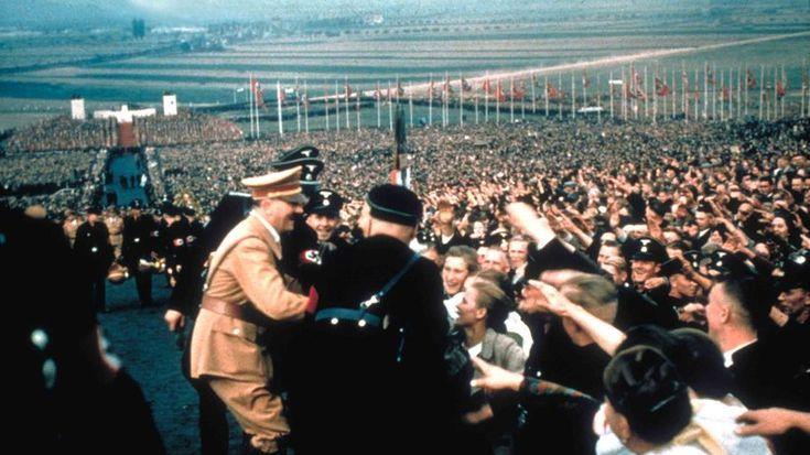 Nationalsozialismus :  Das formierte Volk Die Nationalsozialisten verabscheuen kaum etwas so sehr wie die Demokratie. Und doch tut das Regime alles, um den Schein der Volksherrschaft zu wahren.