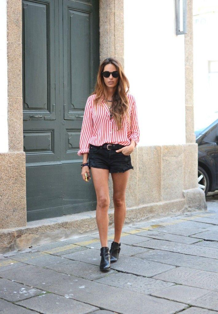 Фото: Stella  Хотите немного ретро-стиля в своем образе? Тогда попробуйте такие же горячие черные джинсовые шорты вкупе с рубашкой в красную и белую полоску, незабудьте про черные бутсы!  Шорты: Pull & Bear Очки: Dior
