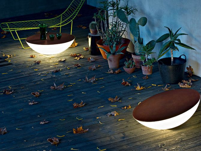 Solar outdoor lamp and table | Find incredible Outdoor floor lamps to use in a deck or patio - click here http://modernfloorlamps.net/outdoor-floor-lamps-use-deck-patio/