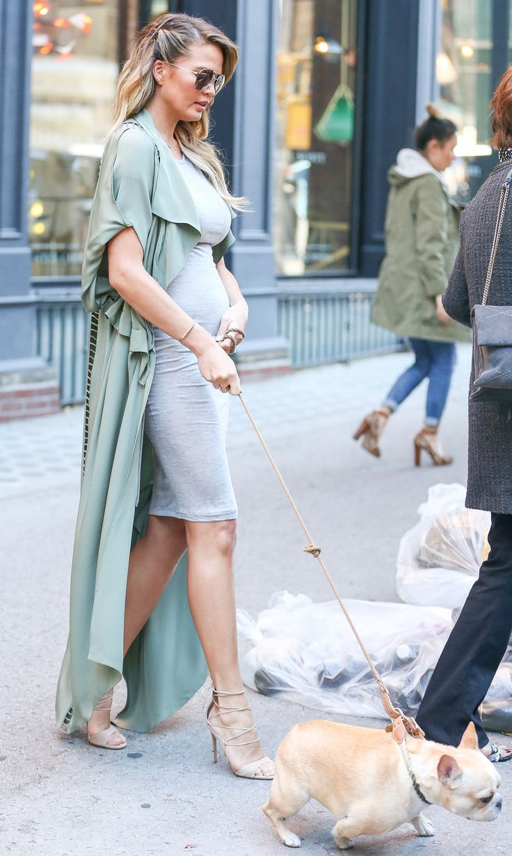 Chrissy+Teigen's+Chic+Maternity+Style+-+Don't+underestimate+the+power+of+a+chic+coat +-+from+InStyle.com