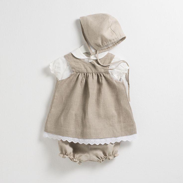 Conjunto compuesto por un vestido, cubrepañal y capota de lino y una blusa de manga corta. Ideal para tus peques este verano.
