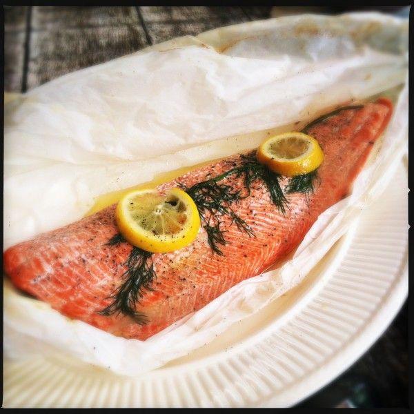 Wilde zalm en papillote uit de oven. Zo makkelijk is vis bereiden nog nooit geweest. Het is makkelijk, lekker, gezond en staat werkelijk binnen een kwartiertje op tafel.