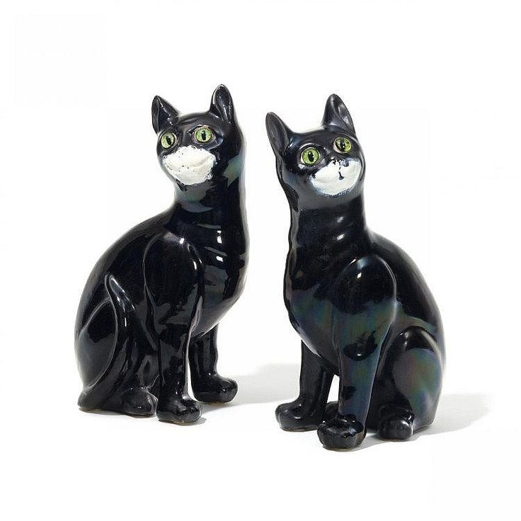 Emile Gallé - Pair of Sitting Cat Figurines with Green Glass Eyes (Circa 1884) - Each signed in black pen on the unglazed base 'Gallé Nancy'.