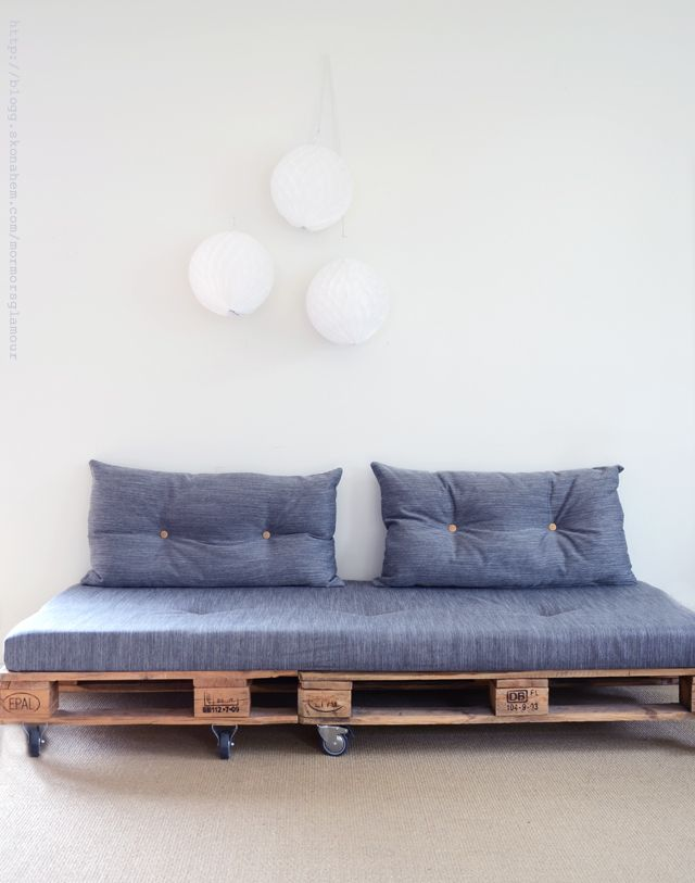 Sofa made with pallets. Pour Cheneau.Just use old pallets, sew a nice fabric around an old matress, find some pillows and you're done!