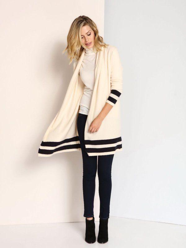 """Damski sweter Top Secret z kolekcji jesień-zima 2016.<br><br>Elegancki, długi kardigan wykonany z otulającej dzianiny z domieszką wełny. Modny i bardzo kobiecy - idealny na chłodną pogodę. Rękawy i dolna cześć ozdobiona kontrastującymi pasami. Sweter dostępny w kolorze kremowym (SSW2004KR). <br><br>Modelka ma 180 cm wzrostu i prezentuje rozmiar 36.<span style=\""""font-style:italic\"""">"""