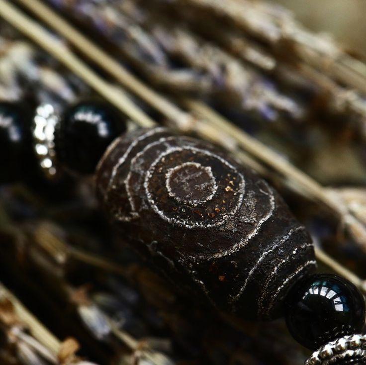 Браслет с редкой 3Глазой бусиной ДЗИ.  В браслете редкие камни Агат, Гагат и Гиперстен, цена 2000р. Тел.89527328277 Анна