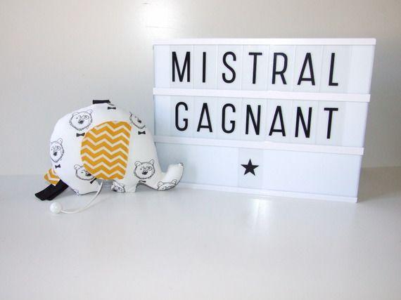 -Sur commande- Berceuse musicale, éléphant musical Mistral Gagnant tissu tête d'ours et chevrons jaunes