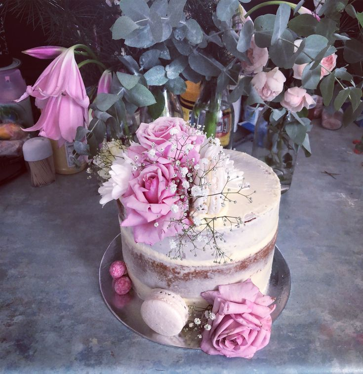 Naked cake with fresh roses and baby's breath