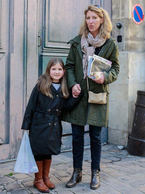 ママン:Nathalie ナタリー/弁護士子供: Louison ルイソン/8歳 クリーンなカジュアルスタイルで揃えたナタリーさんとルイソンちゃんの仲良し親子。