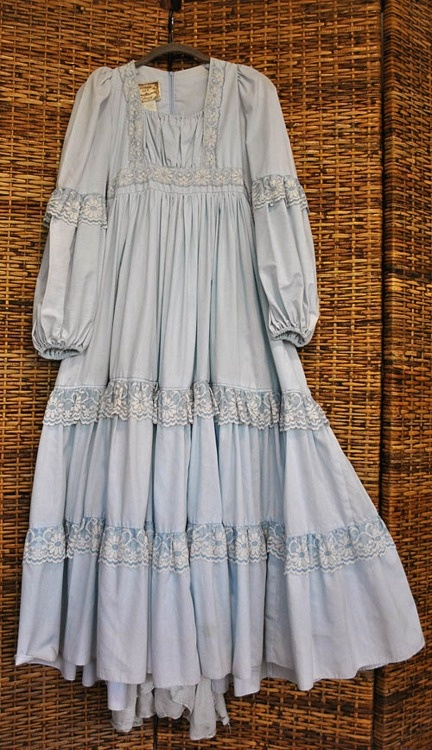 Gunne Sax Dress, my high school dress of choice for those special occasions. I can't believe there is a picture of it...