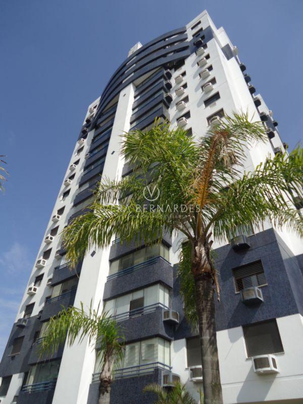 ⭐Junto ao Barra Shopping, andar alto com linda vista, excelente apartamento semimobiliado, 3 dormitórios, uma suíte, amplo living com sacada integrada. Desocupado!! www.verabernardes.com.br  Whats: (51) 99998 9666
