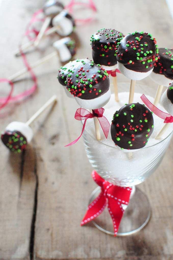 Sucettes avec des chamallows et du chocolat pour Noël - La popotte de Manue