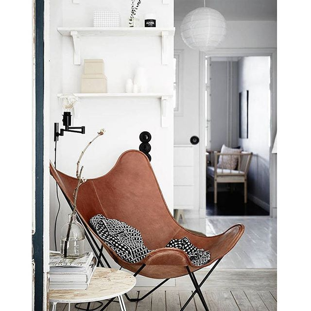 TRIWA INSPO - Leather butterfly chair in cognac. Pic by @fotografjonasberg styling by @inredaremartinamattsson✨