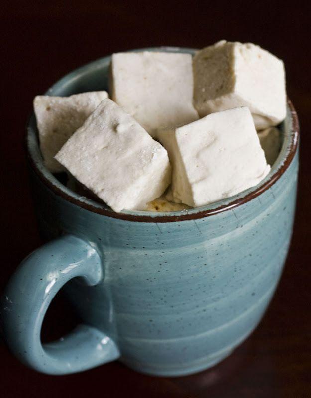 Калуа Зефир  Взято из Smitten Кухни  Кондитеры сахар для посыпки (около 1 стакана)  3-1/2 конверты (2 столовые ложки + 2-1/2 чайной ложки) неприправленным желатина  1/2 стакана холодной воды  1/2 чашки Калуа (или любой кофейный ликер)  2 стакана сахарного песка  1/2 чашки кукурузного сиропа света  1/4 чайной ложки соли  2 больших яичных белка  1 столовая ложка ванильного  1-1/2 столовые ложки порошка эспрессо