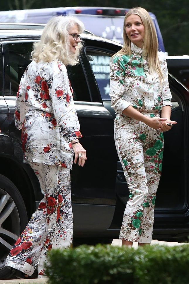 Гвинет Пэлтроу и ее мама Блайт Даннер в костюмах Prada в Хэмптонсе