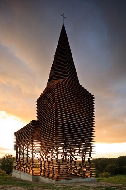 Doorkijkkerk van staal | B R I G H T