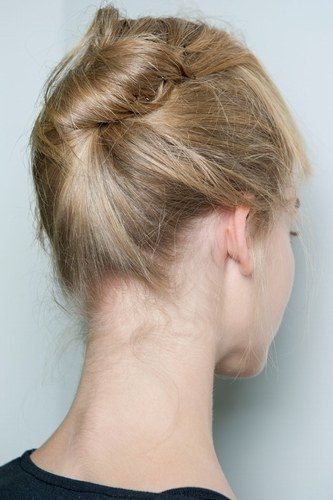 Rumour has it knots are the knew bun. We love this style.
