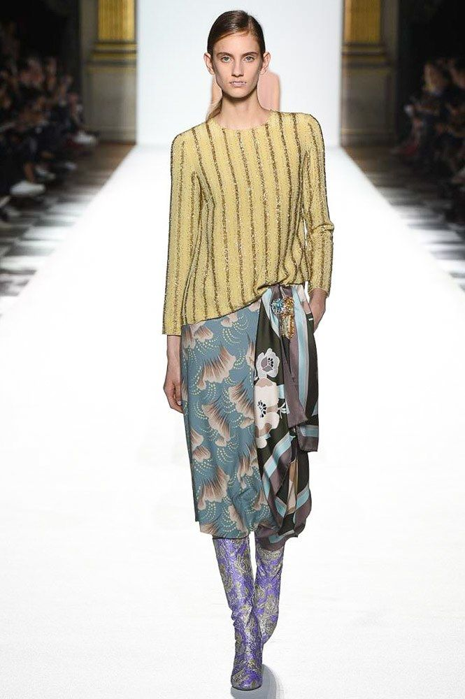 See the complete Dries Van Noten Spring 2018 Ready-to-Wear  collection.