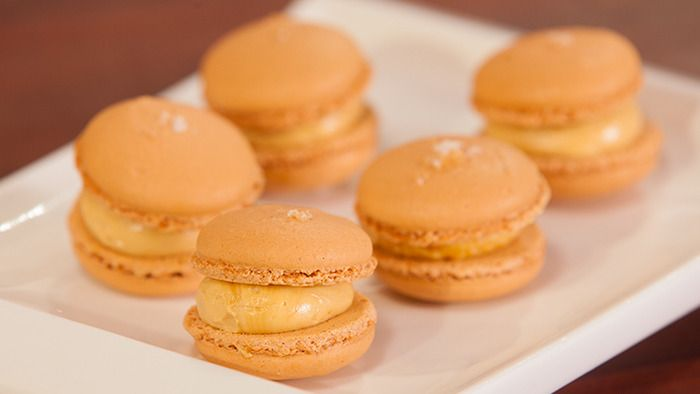 Drooling!! Kirsten's salted caramel macaron recipe is available. Come and learn more recipes at Savour Chocolate & Patisserie School! #macaron #caramel #recipe