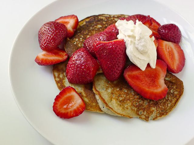 Cooking Weekends: Gluten Free Banana Pancakes with Strawberries (uses small amount of coconut flour)