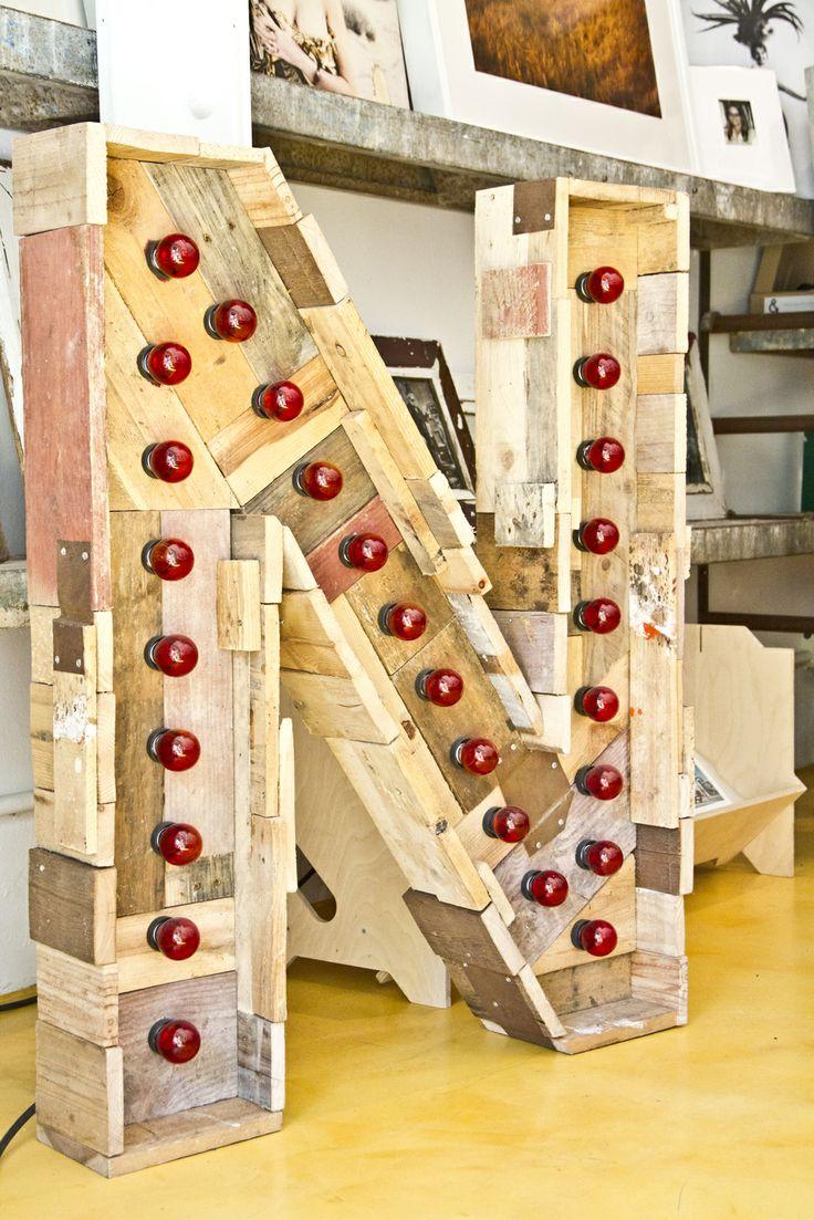 Letras grandes para decorar la casa en The Grokstore http://tengotreintaypico.blogspot.com.es/2013/04/decorar-con-letras-conjunto-de-la.html