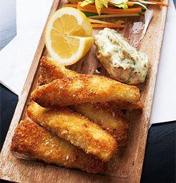 """Hjemmelagde fiskepinner med remulade og grønnsaksstaver Homemade """"fish pins"""""""