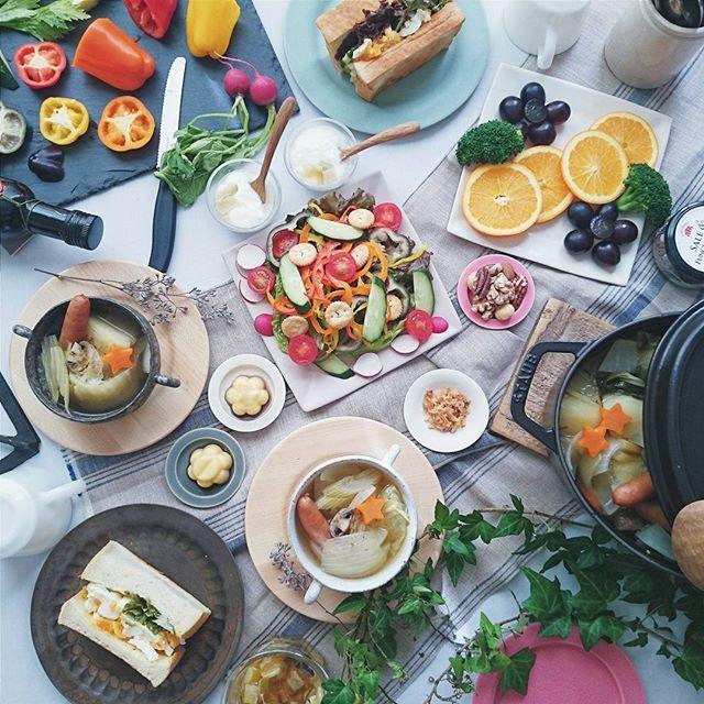 * * * Today's lunch☆ greenlettuce + cucumber + boiled egg ⏩ sandwich 🍞 with pot -au- feu. . . . 試験中の次女とお昼ごはん。 朝ごはんは残り物の和食だったので お昼はパンで。 朝からたくさん作ったポトフは 夕食にも。 グリーンレタスときゅうりとゆでたまごの沼サンは ミミまで美味しい食パンなのでミミ付きで。 ヨーグルトにレモンジャム。 * * *
