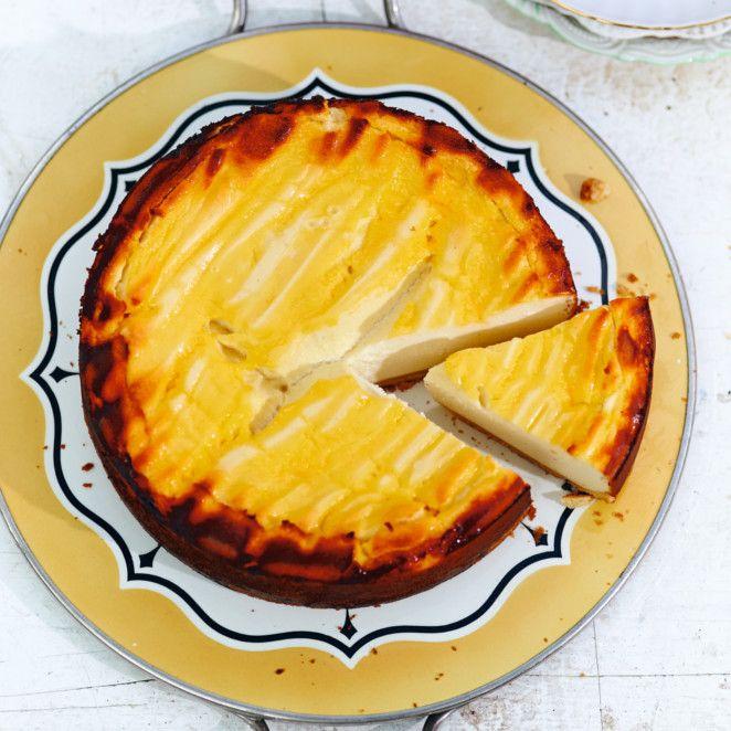 Selbstgemachter Käsekuchen ist ein Gedicht und ein Käsekuchen mit Eierlikör eine beschwipste Hymne an den sonntäglichen Kaffeeklatsch. Das leckerste Rezept dafür hat - natürlich - Tim Mälzer.