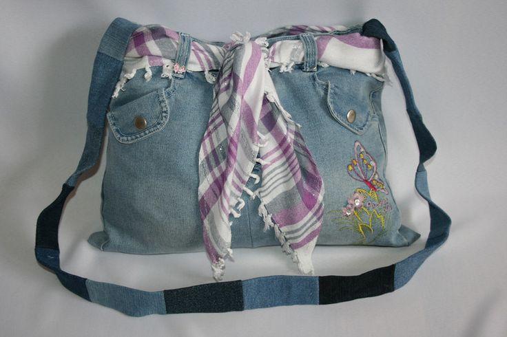 Umhängetaschen - Jeanstasche mit Schmetterling, Umhängetasche - ein Designerstück von Angelas_Kreativwelt bei DaWanda