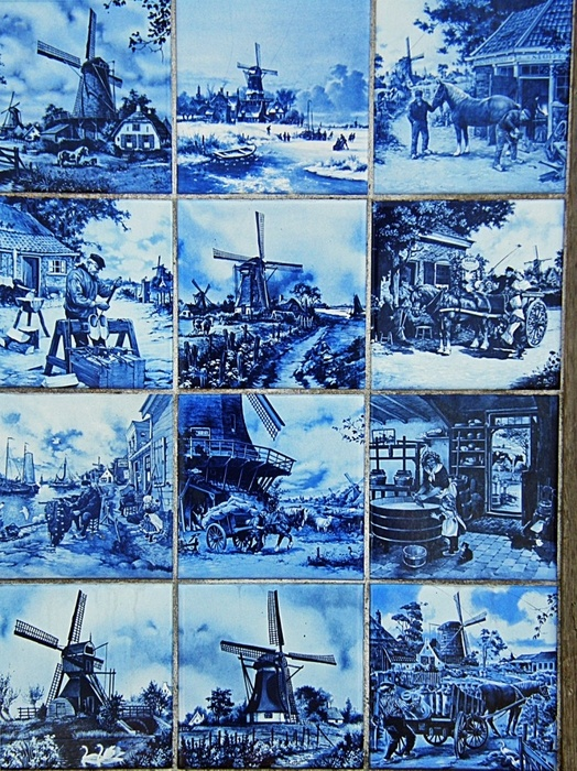 Because I'm Dutch, off course I had to pin these tiles from Holland: Delfts Blauw!