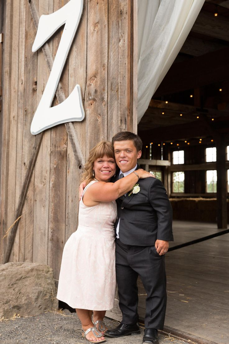 LITTLE PEOPLE BIG WORLD | Zach and Tori's Wedding Day | Mother and son embraced before the big moment! | July 25, 2015