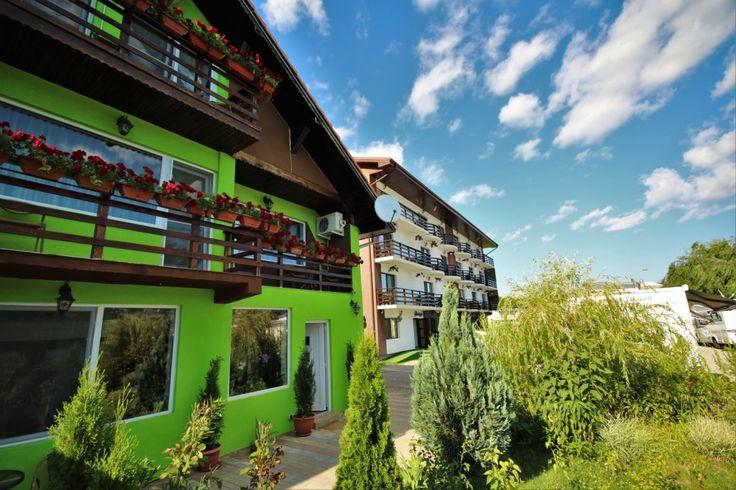 Fiind caracterizata prin rafinament si bun gust, pensiunea Danubia poate fi mai mult decat ideala atunci cand vine vorba de cazare in zona turistica Cazanele Dunarii. Aceasta este compusa din Pensiunea Verde care va pune la dispozitie 5 camere duble, o camera tripla si un apartament si Pensiunea Noua care va ofera 14 camere duble cu pat matrimonial si 2 camere triple. Detalii pe http://pensiuneadanubia.ro/.