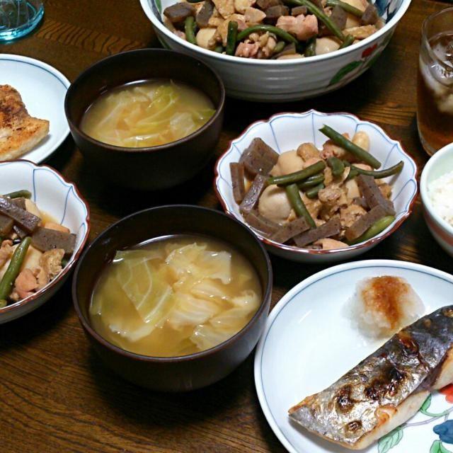 メカジキのムニエルにしようと買い物に行ったら、3切れパックしか売っていなかったので私だけ冷凍しておいたサワラに。 世の中、4人家族より3人家族の方が多いんですかね? - 28件のもぐもぐ - サワラの塩焼き&メカジキのムニエル&里芋と鶏肉の煮物&キャベツの味噌汁 by sakachinmama