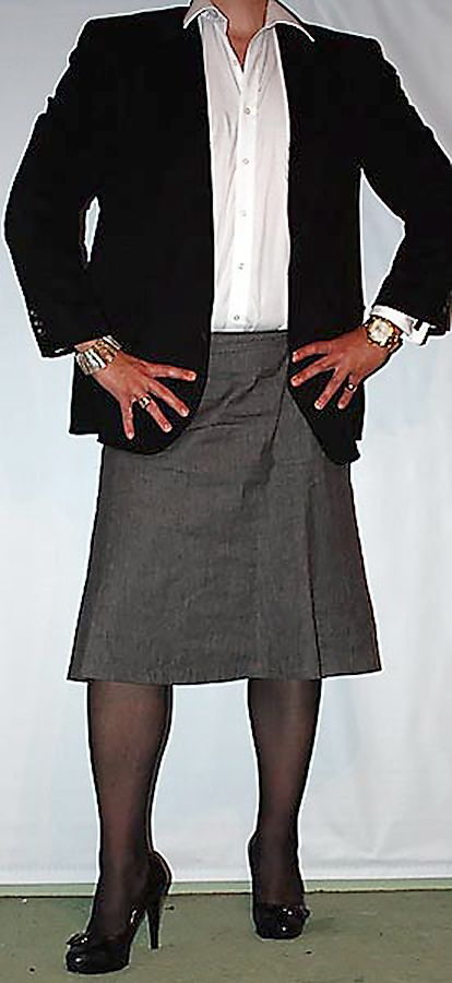 Black dress jacket, white shirt and a grey skirt. So wonderful combined with nice heels. Happyfeat.