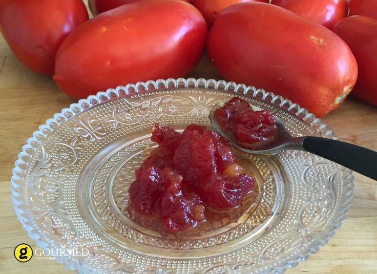 Η μαρμελάδα ντομάτα θα σας αποζημιώσει μαζί με φρέσκο ζυμωτό ψωμί και κατσικίσια τυριά η ψητά τυριά όπως ταλαγάνικαιφορμαέλα.