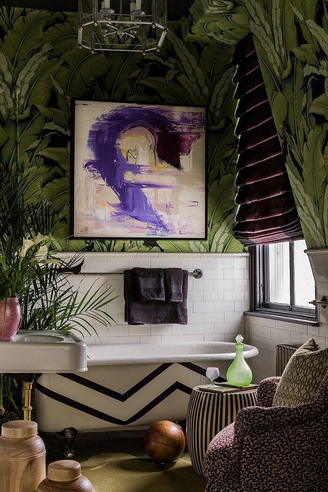Зеленые обои в интерьере: как придать пространству свежести и 50+ лучших сочетаний http://happymodern.ru/zelenye-oboi-v-interere-55-foto-kak-sdelat-komnatu-uyutnoj/ Тропический дизайн ванной комнаты: зелено-черные фотообои с изображением пальмовых листьев, ванна на львиных лапах, обилие зелени и т.д. Смотри больше http://happymodern.ru/zelenye-oboi-v-interere-55-foto-kak-sdelat-komnatu-uyutnoj/