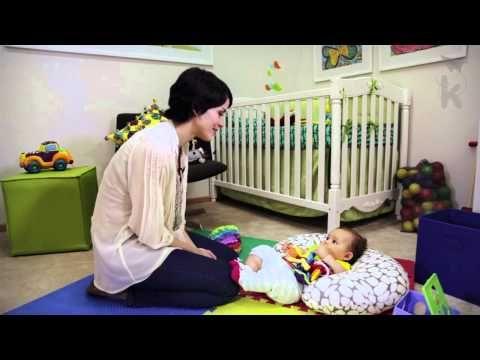 ¡Prueba esta actividad de estimulación para tu bebé! Esta actividad refuerza la imitación de gestos y fortalece la relación padre-hijo. Para bebés de 4-8 meses. Más de 500 videos educativos disponibles en nuestra app - http://get.kinedu.com