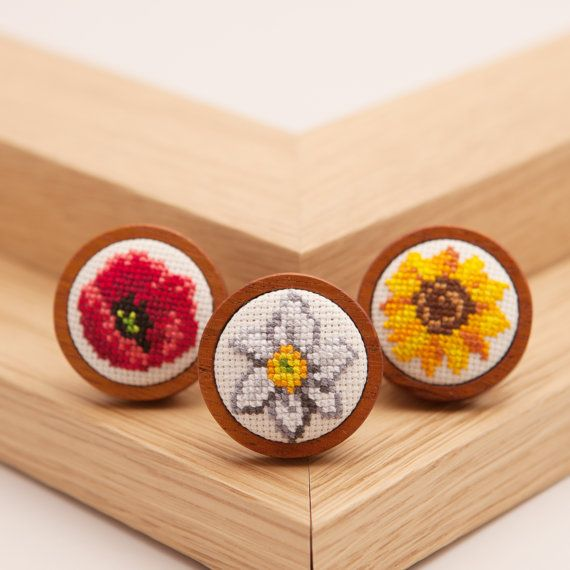 Hand Embroidered Sunflower Brooch от HandStitchedWithLove на Etsy