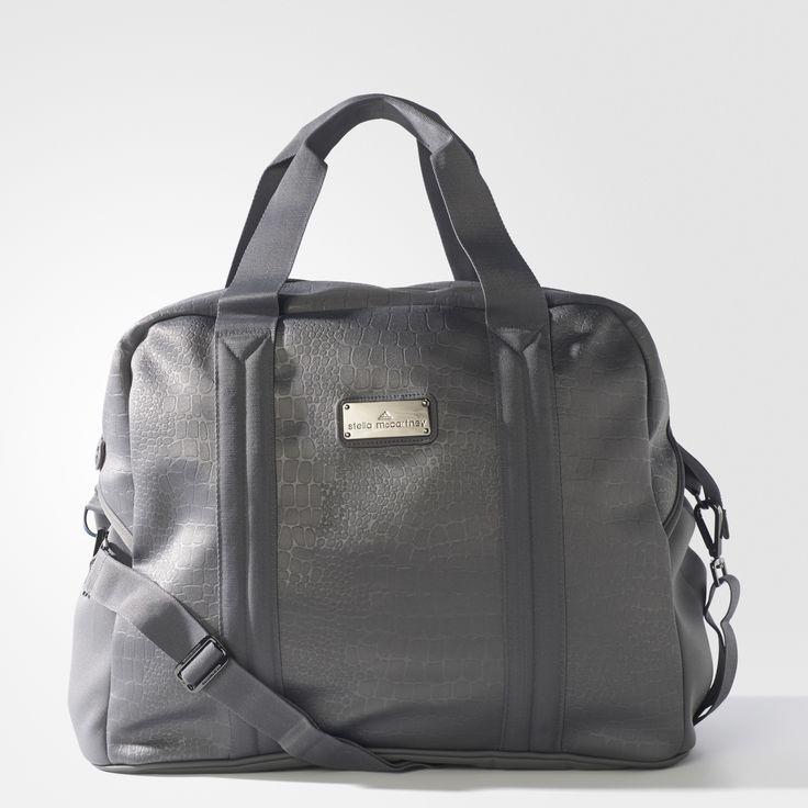 Ob zum Training oder auf einem Wochenend-Ausflug – diese große Tasche von adidas by Stella McCartney trägt deine Sachen mit viel Stella Style. Sie hat ein Design mit Krokodilleder-Prägung und ist mit einer separaten Laptoptasche ausgestattet.