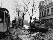 Amerikanischer Panzer auf der Aachener Straße, ca. April 1945 (Bildquelle: Historisches Archiv Köln, Fotograf: Helmut Koch)