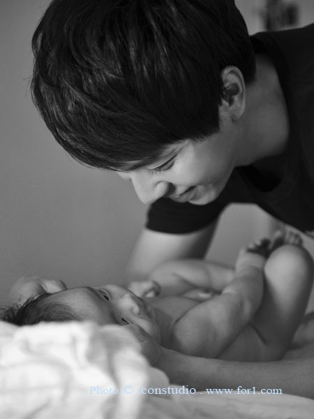 Lee seung gi ♡ so cute! he's gona be a great father one day <3