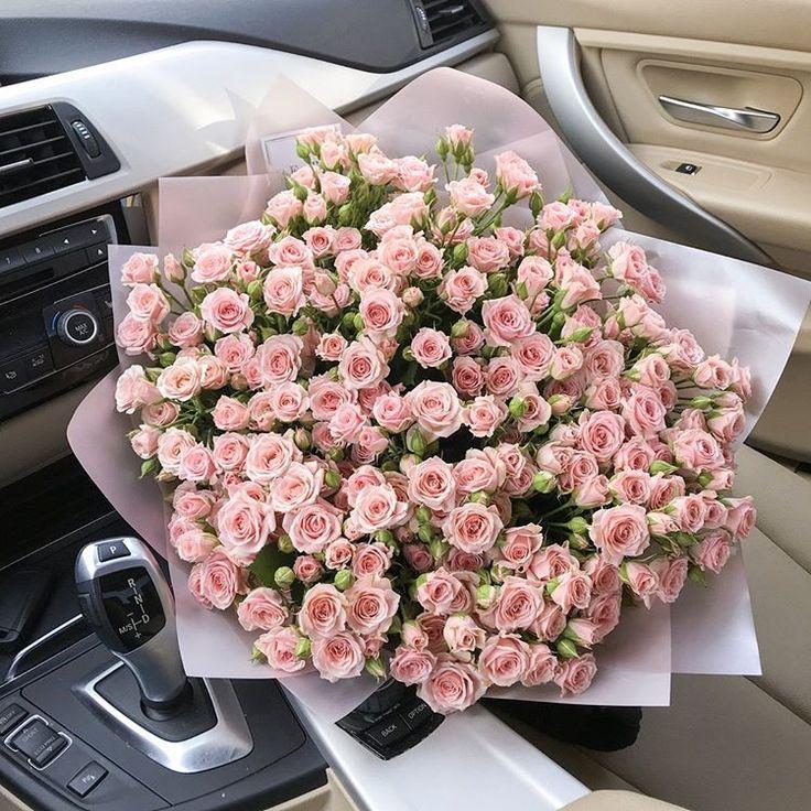 Букет чайных роз фото в машине