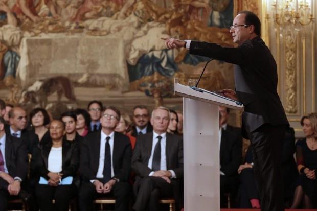 Noch nie hat es ein französischer Präsident geschafft, so schnell so unpopulär zu werden. Deshalb erklärte sich François Hollande auf einer Pressekonferenz. Seine These: Europa braucht Frankreich.