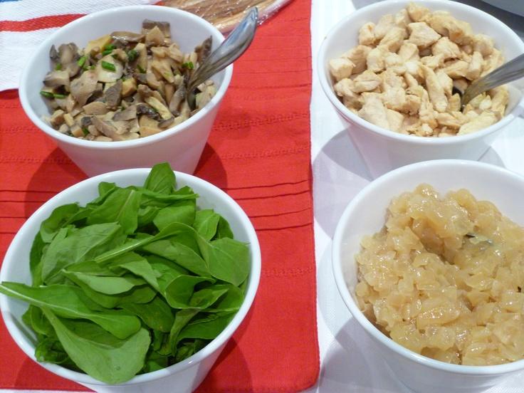 Ingredientes listos para el relleno de los crepes - Ingredientes para crepes ...